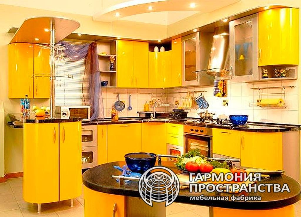 Кухня сочно-желтого цвета