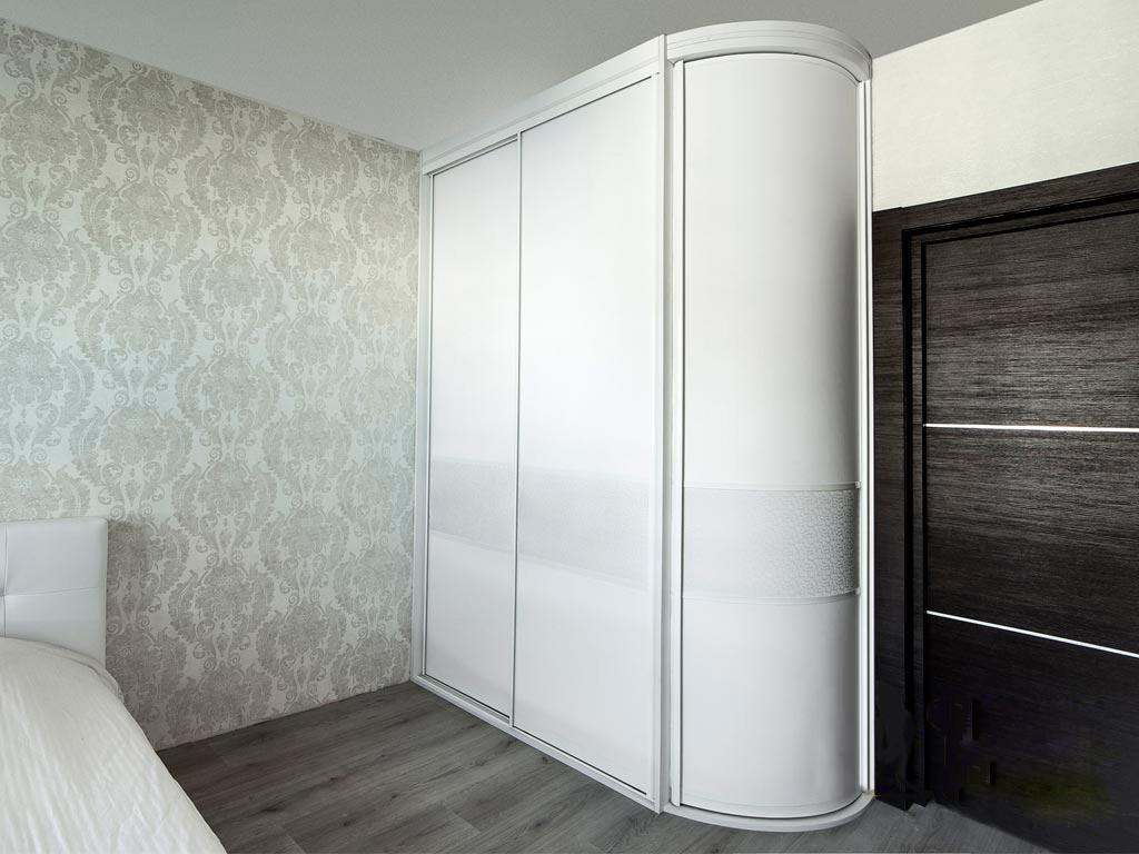 элегантный шкаф-купе белого цвета «Радиус-6»